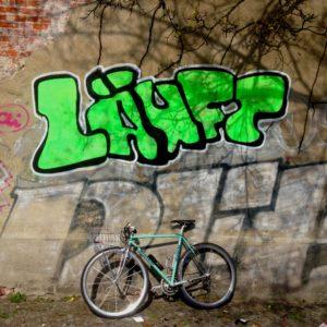 läuft_streetart_berlin_bikey